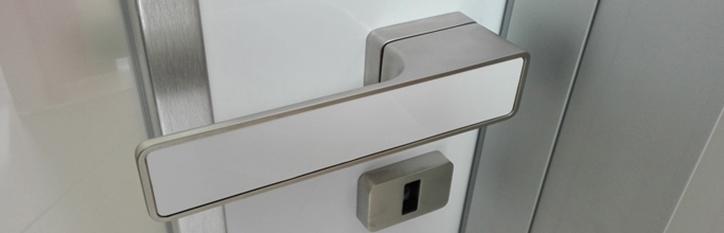 Brandsäkra dörrar och brandredskap